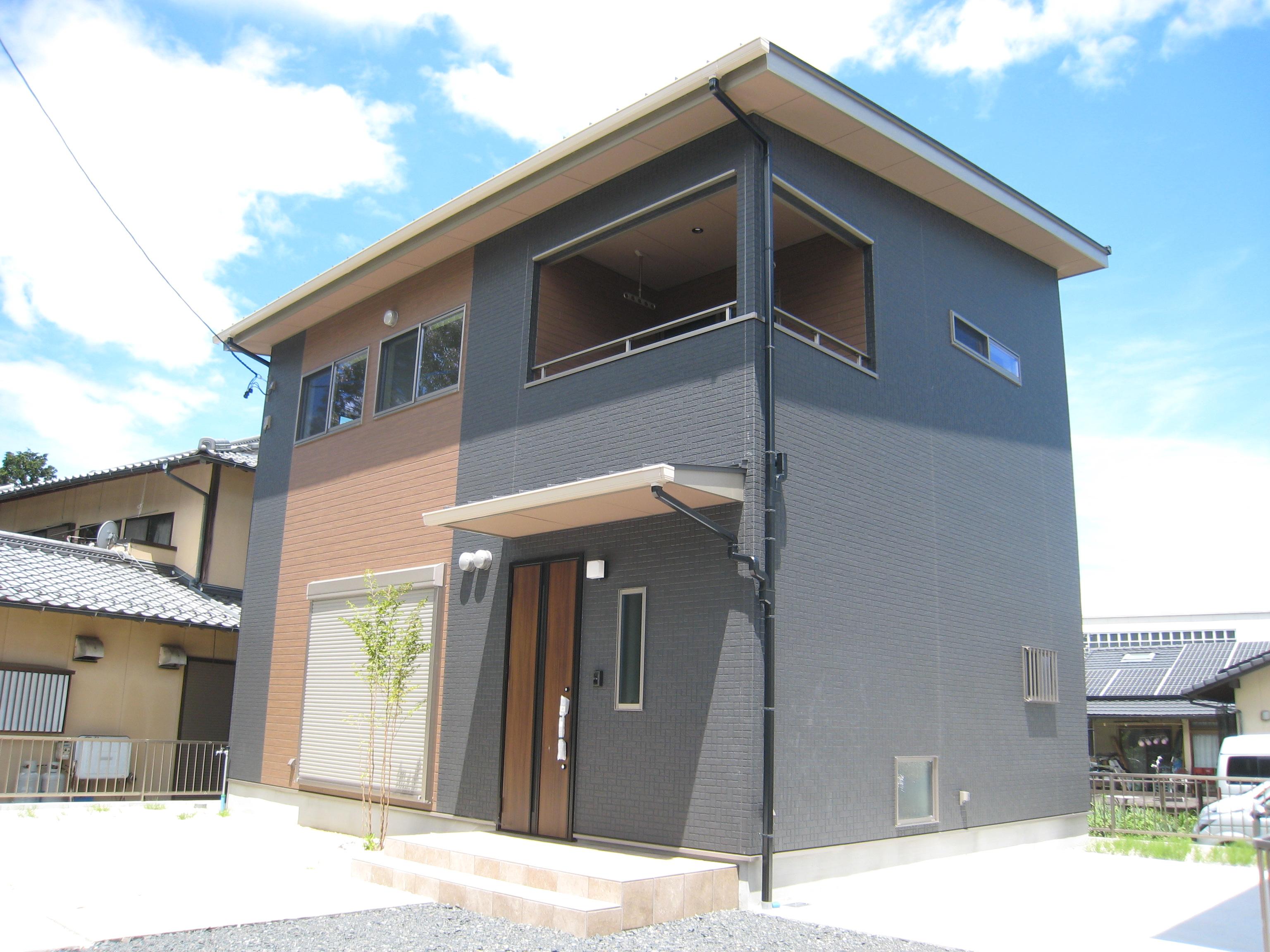 黒の家(中津川市手賀野)